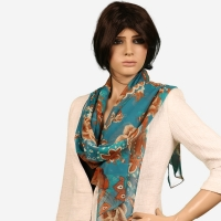 Shawl female contains beautiful motifs