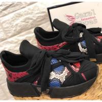 Women sport shoes