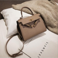 Women handbag with classic shape