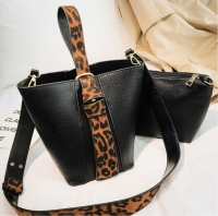 Women handbag with classic shape