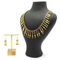 Women necklace and Tragah