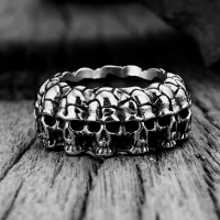 Men's ring decorated with skulls
