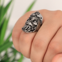 Men's captain shaped ring