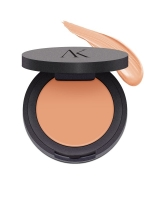 Concealer to hide and smooth skin imperfections