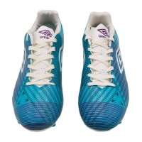 Football shoes with a distinctive design