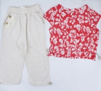 Girls' two-piece set with a distinctive design