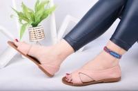 Women's flat shoes with a distinctive design