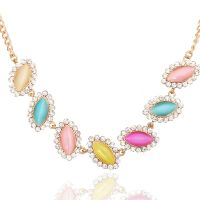 Flowergirl Colored rhinestone necklace surrounded by crystals - gold-plated
