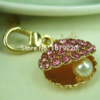 Small pearl shellfish keychain - studded with Rhine stone pink