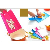 Plastic cutting board folding