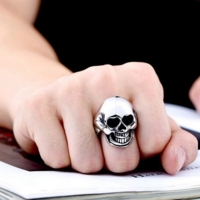 Skull shaped metal ring