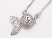 NECKLACE WITH A DISTINCTIVE DESIGN. WITH HIGH QUALITY