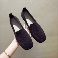 Black flat shoes for women