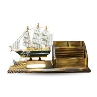 Saling ship holder